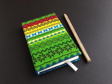 Caderno artesanal sustentável fabricado com tecido indiano étnico
