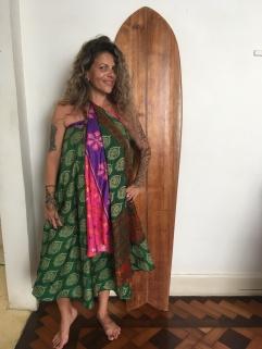 Nada como acordar de manhã e colocar as amigas pra modelar com as saias e vestidos indianos mais babadeiras, fala sério!